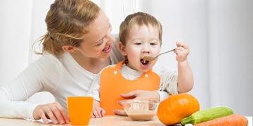 初次给宝宝添加辅食,要注意哪些事?
